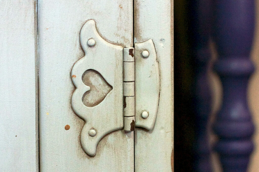hinge with heart shape
