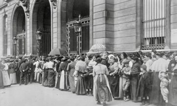 vintage photo circa 1914 of people standing in line